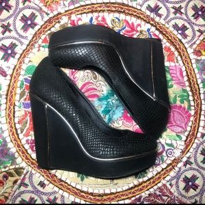 Size 8 Faux Snake pattern and gold wedges Levity